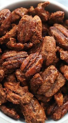 Slow Cooker Cinnamon Pecans: Seriously the easiest and BEST cinnamon pecans made right in your crock pot! These are dangerously addicting! Nut Recipes, Candy Recipes, Holiday Recipes, Snack Recipes, Dessert Recipes, Crock Pot Slow Cooker, Slow Cooker Recipes, Cooking Recipes, Slow Cooking