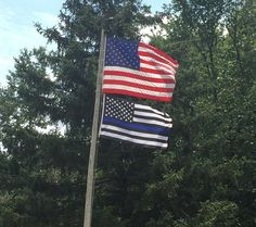 A HOMEOWNER WHO HAS BEEN FLYING A 'BACK THE BLUE' FLAG TO SUPPORT THE LOCAL LAW ENFORCEMENT WAS TOLD TO REMOVE IT BY THEIR HOA BUT HE DID NOT BACK DOWN.  http://www.lawenforcementtoday.com/a-homeowner-refused-to-back-down-keeps-flying-his-back-the-blue-flag/