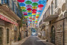 Showing that umbrellas look good in the sun too. #jeffsetter #jeffsettertravel #sunshine #norainydays #israel #jerusalem #photooftheweek #digitalnomads #streetphotography