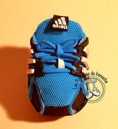 Alex fofucho corredor. Zapatillas de correr Adidas en goma eva.