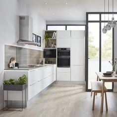 For a kitchen that can work in any space, choose one of our Universal kitchens. These simple cabinet doors come in both gloss and matt finishes. With colours ranging from white to graphite, you can easily pick a shade that suits your home and personality. Kitchen Buffet, New Kitchen, Kitchen Decor, Kitchen Board, Modern Kitchen Images, Kitchen Pictures, Kitchen On A Budget, Open Plan Kitchen, Kitchen Planning