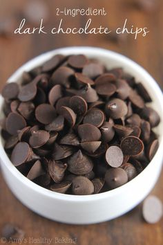 Healthy Homemade Dark Chocolate Chips -- you just need 2 ingredients & a plastic bag to make these clean eating chocolate chips! Unsweetened chocolate and sweetener melted together. Homemade Chocolate Chips, Dark Chocolate Chips, Chocolate Recipes, Sugar Free Chocolate Chips, How To Make Chocolate, Healthy Sweets, Healthy Baking, Healthy Drinks, Healthy Recipes