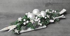 Outdoor Christmas Decorations, Christmas Centerpieces, Christmas Crafts, Christmas Ornaments, Christmas Flower Arrangements, Xmas Wreaths, White Wreath, Diy Christmas Decorations, Living Room Ideas