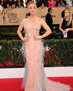 How are you? 😘😘 #KaleyCuoco #BigBangTheory #BBT #Bazinga #TBBT #SAGAwards