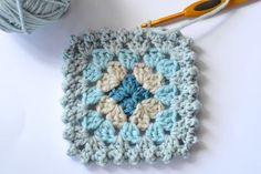 Crochet Edgings Ideas 12 Creative Crochet Border Ideas - Ideal Me - Sometimes finding ideas for crochet borders can be challenging. With that in mind, we've found these 12 creative crochet border ideas to get you started. Crochet Edging Patterns, Crochet Blocks, Crochet Borders, Crochet Squares, Crochet Motif, Crochet Yarn, Crochet Stitches, Crochet Edgings, Crochet Granny