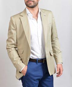 Americana beige Pantalón marino Camisa blanca