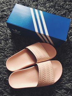 Rosa Adiletten Hallo meine Lieben! Ein Summer Sale Sneaker Edition ist auf unserem Blog online! Schaut einfach vorbei! https://maisonjaloves.blogspot.de/2017/08/sneaker-summer-sale-haul-zalando.html
