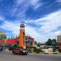 Taxis in Egypt. How to use the taxis in Hurghada and all Egypt. Taxi prices and fees in Hurghada. How to avoid problems when using taxi in Egypt & Hurghada. Egypt Information, Travel Information, Hurghada Egypt, Egypt Travel, San Francisco Ferry, Building, Instagram, Egypt, Buildings