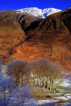 Ben Nevis, Scotland covered with a fine coating of snow. This is the highest mountain in the British Isles. Glen Nevis, Scottish Mountains, Scotland Landscape, Shetland, Places To Travel, Places To Visit, Scotland Travel, Scotland Uk, Scottish Highlands