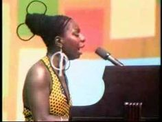Nina Simone peforms an amazing version of 'Ain't Got No - I Got Life' live. Of all the major singers of the late century, Nina Simone w. Nina Simone, Music Pics, Music Videos, Soul Music, My Music, Jazz, Protest Songs, Musical Hair, Pin Up