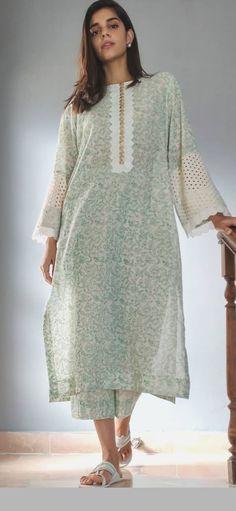 Stylish Dresses For Girls, Stylish Dress Designs, Designs For Dresses, Simple Dresses, Casual Dresses, Casual Indian Fashion, Pakistani Fashion Party Wear, Pakistani Dresses Casual, Pakistani Dress Design