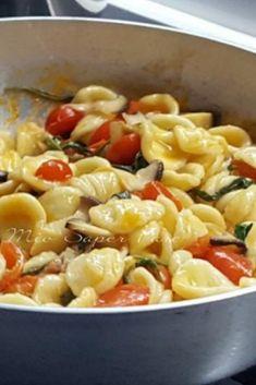 La ideale con i cardoncelli sono le - Ruccola Salat Rezepte Italian Pasta Recipes, Best Italian Recipes, Italian Dishes, Tuscan Bean Soup, Seafood Appetizers, Food Humor, Pasta Dishes, Macaroni And Cheese, Healthy Recipes