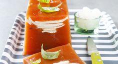 En entrée, savourez cette terrine de tomates à la mozzarella. Facile à faire et très gourmande. Tarte Fine, Caprese Salad, Hot Sauce Bottles, Mozzarella, Entrees, Panna Cotta, Appetizers, Stuffed Peppers, Vegetables