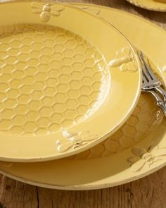 Bees: #Bees and #honeycomb dinnerware.