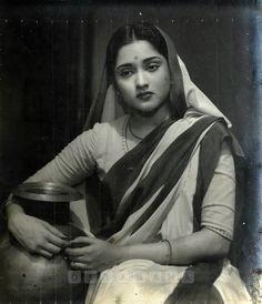 Vyjayanthimala in Devdas 1955 Beautiful Bollywood Actress, Most Beautiful Indian Actress, Beautiful Actresses, Vintage Bollywood, Indian Bollywood, Bollywood Actors, Bollywood Celebrities, Best Photo Poses, Vintage India