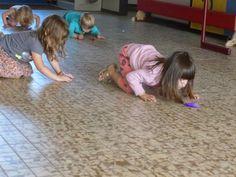 Pietenmuts veertjes blazen...ademspel Yoga For Kids, 4 Kids, School, Stage, Gym, Tips, Carnival, Physical Activities, Gymnastics
