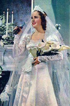 Beautiful Bridal Dresses, Beautiful Bride, Look Gatsby, Wedding Dress Trends, Wedding Dresses, Traditional Gowns, Vintage Wedding Photography, Wedding Movies, Vintage Bridal