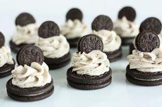 Αν ανήκετε στους λάτρεις των γλυκών που τα θέλουν όλα: Και κρέμα και σοκολάτα και μπισκότο και παγωτό και όλα αυτά μαζί σε τούρτα, υπάρχει μία μόνο λέξη που αρκεί για να καλύψει τις ορέξεις