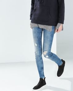 Team a distressed pair of skinny jeans with your favourite ankle boots for a super cool casual look for Autumn #tallgirls #longlegs #longfeet- ZARA - TRF - SLIM JEANS