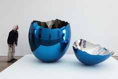 jeff koons at the beyeler foundation.  cracked egg (blue), 1994-2006  high chromium stainless steel with transparent color coating  two pieces.