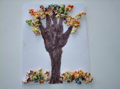Handprint Popcorn Tree Fall Craft! This Fall craft art activity
