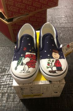 Classic slip-on peanuts Christmas vans new toddlers size 7 Doodle Shoes, Custom Vans Shoes, Peanuts Christmas, Slip On, Toddlers, Classic, Sneakers, Bb, Products