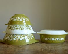 Pyrex - Crazy Daisy / Spring Blossom pattern ... just started collecting them and am in *love*