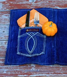 denim placemat | made the denim tablecloth (pictured above) and used hot glue to ...