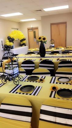 Most of the most popular bags do not meet a certain aesthetics this season. Sunflower Party Themes, Sunflower Birthday Parties, Sunshine Birthday, Baby Birthday, Birthday Morning, 21st Birthday, Sunflower Baby Showers, Baby Gender Reveal Party, Baby Shower Games