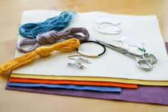 ATELIER CHERRY: Felt. Lots of felt craft tutorials. In Portuguese (?) but easy to follow pix or use Google  translate.