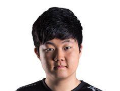 Huni alias Seung-hoon Heo, Toplaner of FNATIC Esports, Lol, Fun