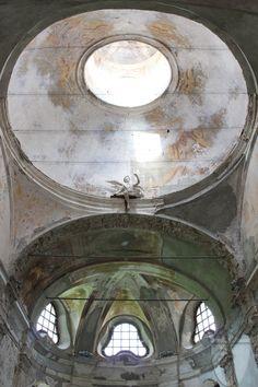 Ex Abbazia Benedettina di San Remigio a Parodi Ligure (AL), XII secolo http://www.vinicartasegna.it/ex-abbazia-di-san-remigio-abbey-contemporay-art/