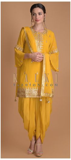 Desi Wedding Dresses, Party Wear Indian Dresses, Dress Indian Style, Indian Fashion Dresses, Indian Outfits, Pakistani Fashion Casual, Pakistani Dress Design, Pakistani Dresses, Pakistani Suits