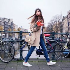 Imagem de girl, fashion, and outfit Amsterdam Fashion, Amsterdam Outfit, Amsterdam Street Style, Look Fashion, Winter Fashion, Girl Fashion, Fashion Outfits, Classy Fashion, Fashion Shoes