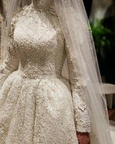 ✔ Dress Wedding Hijab Long Sleeve Source by dresses muslim Muslimah Wedding Dress, Muslim Wedding Dresses, Saree Wedding, Dress Wedding, Bridal Hijab, Bridal Gowns, Wedding Hijab Styles, Royal Dresses, Dresses Dresses