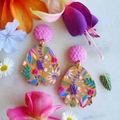 Polymer Clay Painting, Polymer Clay Flowers, Polymer Clay Projects, Handmade Polymer Clay, Polymer Clay Jewelry, Polymer Clay Creations, Biscuit, Polymer Clay Embroidery, Diy Clay Earrings