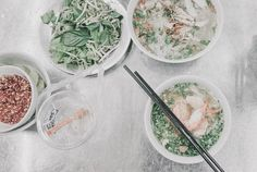 Vietnamese Food in Saigon - Where and What to Eat - ben thanh market. Vietnamese Soup, Vietnamese Cuisine, Vietnamese Recipes, Cheap Meals, Cheap Food, Vegetarian Options, Seafood Dishes, Street Food, Veggies