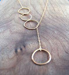Gouden Lariat ketting  lange met cirkels door TiffanyAnneStudios