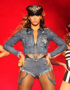 Recherche appartement ou maison, Manhattan, large surface, avec vue, gros budget. http://www.elle.fr/People/La-vie-des-people/News/Beyonce-recherche-un-appartement-sans-Jay-Z-2739192