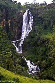 The beautiful Devon Falls . Maldives, Brunei, Places Around The World, Around The Worlds, Places To Travel, Places To Go, Timor Oriental, Sri Lanka Holidays, Bali