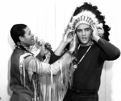 Elvis an native visitors on the set of his movie Wild in the country ( fall 1960 ).