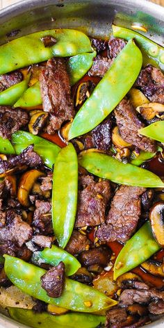 Asian Beef with Mushrooms and Snow Peas.Asian Beef with Mushrooms & Snow Peas – delish and easy-to-make! Tender mushrooms, crisp snow peas, and thinly sliced sirloin steak strips sautéed in garlic. Meat Recipes, Paleo Recipes, Asian Recipes, Chicken Recipes, Dinner Recipes, Cooking Recipes, Recipies, Dinner Entrees, Mexican Recipes