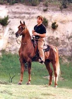 Patrick Swayze, on a beautiful Arabian horse. Such a beautiful man, is very much missed Beautiful Creatures, Animals Beautiful, Beautiful Arabian Horses, Dirty Dancing, Mundo Animal, Le Far West, Horse Love, Belle Photo, Equestrian