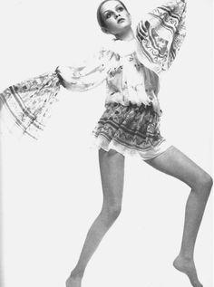 Twiggy in Ossie Clark. Love the bell sleeves. #TopshopPromQueen