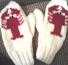 Crochet Samsung Lobster Mittens - One of the most complimented clothing items that I own is a prized pair of mittens I picked up at the end of a pier in Halifax, Nova Scotia. These bad boys, featured prominently in the bad ass phot… Knitted Mittens Pattern, Knit Mittens, Knitting Patterns Free, Knitted Hats, Free Pattern, Crochet Patterns, Crochet Scarfs, Knitting Charts, Crochet Designs