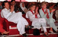imran-and-jemima-khan-sit-with-diana-princess-of-wales-during-her-to-picture-id116951497 (1024×651)