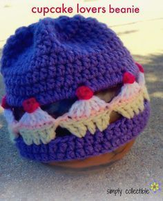 FREE #crochet pattern - Cupcake Lovers Beanie - Possibly the most adorable little hat I've seen in a very long time, Cupcake Lovers Beanie is surprisingly easy and quick to work up! So quick in fact, that you can make a handful of these Cupcake Lovers Beanies in a weekend. Imagine the different colors you can do. (Why does my brain always go to chocolate?)