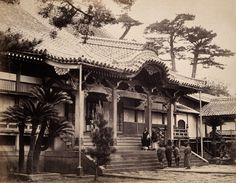 Nagasaki, Japan: the Daion-ji Temple photographed by Felice Beato, c.1868. The Wellcome Library, CC-BY