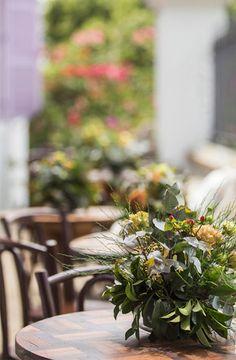 Flores em mesa pequena