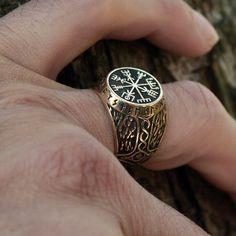 Vegvisir bronze Futhark Runes Vikings Stave magie par MAGICrebEL